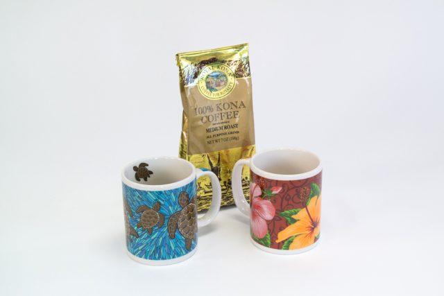 Kona.coffee.with.Hawaiian.mugs