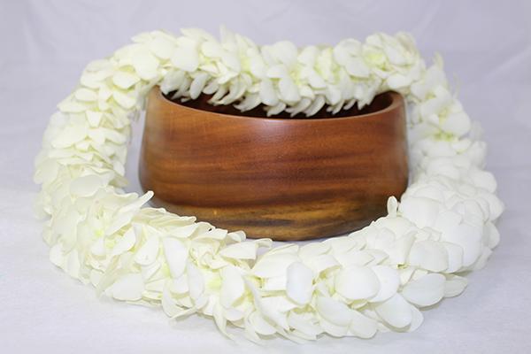 White Hawaiian flower lei