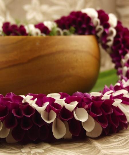 Hawaiian Alewa Lei purple and white orchids