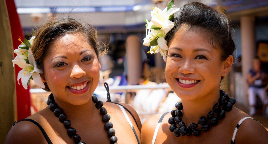 how to wear Hawaiian flowers