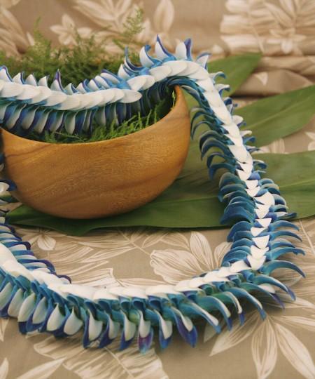 Blue and white lei Haiku
